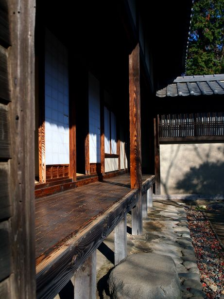 "Haiku poem by KOBAYASHI Issa 小林一茶 (1763-1828), Japan: ぬくぬくと元旦するや寺の縁 ""Warmly / I greet the new year / at the temple verandah."""