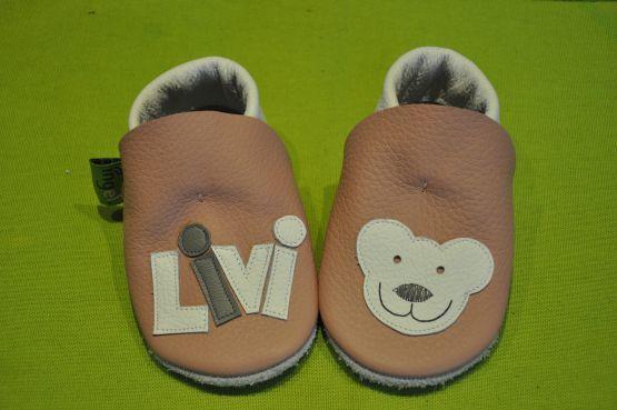 Livis Krabbelpuschen haben ein Bärchen , Geschenk zur Geburt oder Taufe , Lederpuschen