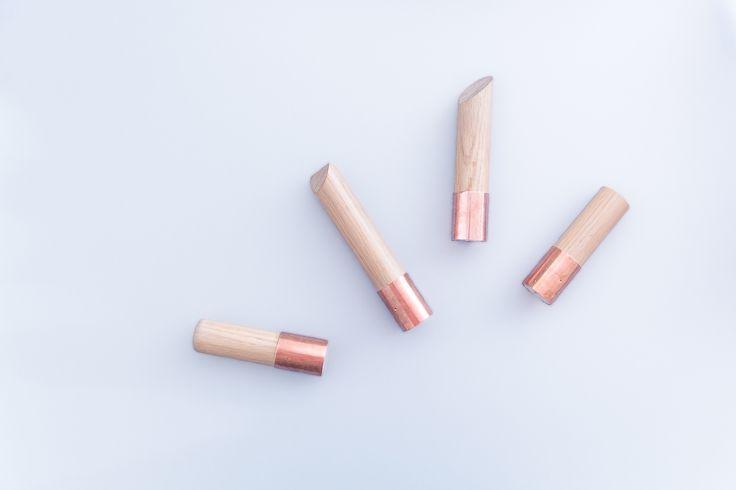 Retrouvez un diy facile pour réaliser des patères en bois et cuivre. Une déco simple et efficace pour embellir votre intérieur.