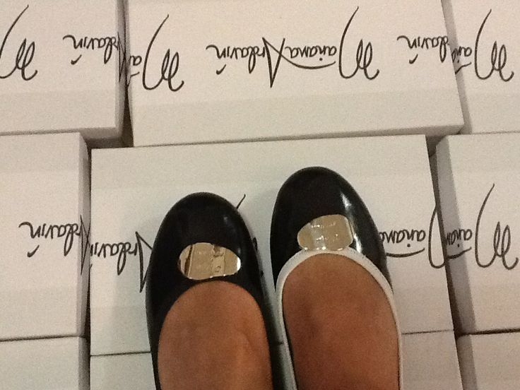 A small production of shoes, for women that want exclusive footwear.
