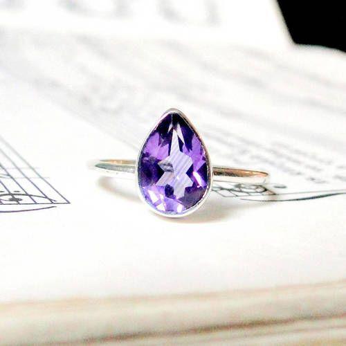 Strieborný prsteň s ametystovou slzou