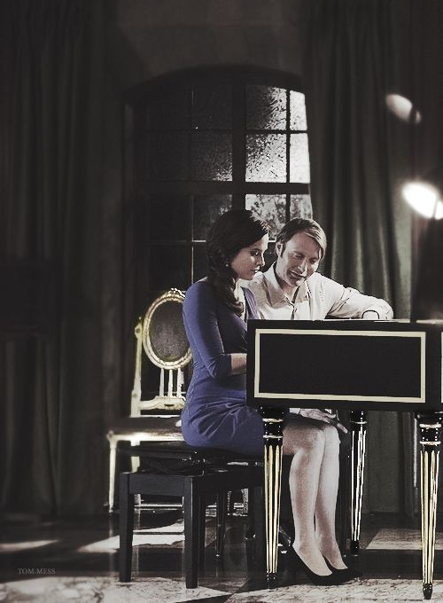Hannibal and Alana at the keys. So so so jealous of her. And yes, I'm fully aware of how creepy that is.