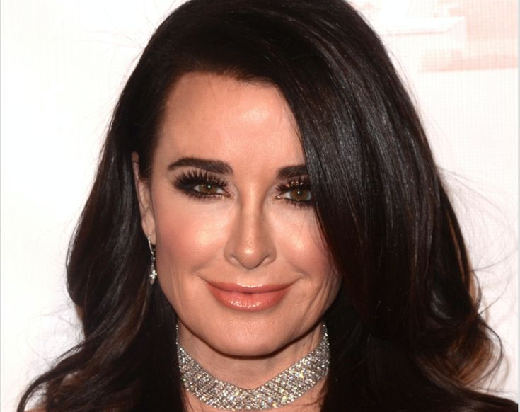 Kyle Richards Beauty Tips - Celebrity - Makeup - DailyBeauty - The Beauty Authority - http://somecosmiclove.com/kyle-richards-beauty-tips-celebrity-makeup-dailybeauty-the-beauty-authority/