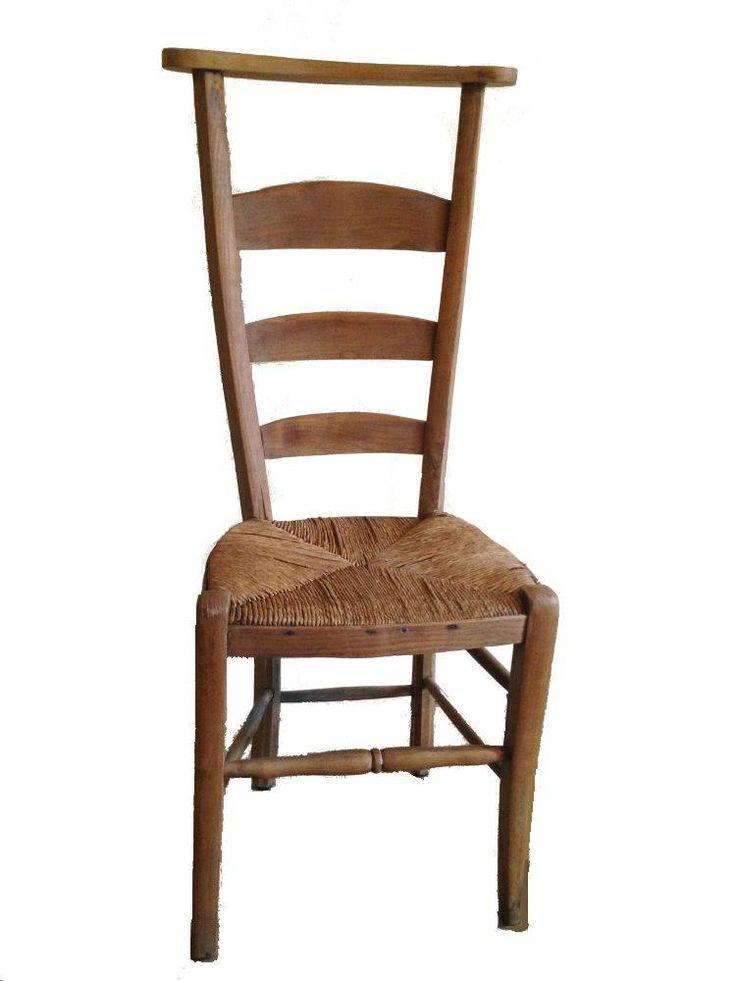 Brocante bidstoeltje Hoe schattig is dit brocante bidstoeltje met biezen zitting! Een pronkstuk in je kamer die je ook nog als dressboy kunt gebruiken! Een typische brocante stoel met geschiedenis.