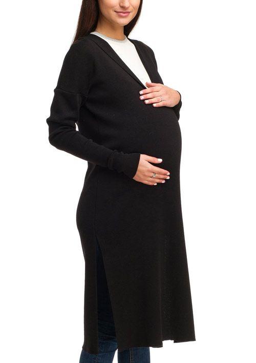 Стильное удлиненное платье «оверсайз» с глубоким треугольным вырезом. Изделие свободного кроя длиной до середины икры выполнено из плотного трикотажного полотна, который хорошо держит форму. Модные акценты платья - глубокие разрезы по бокам, удлиненный рукав-кимоно и большой мягкий капюшон. Модель подходит для молодежи, выбирающей остромодный look.