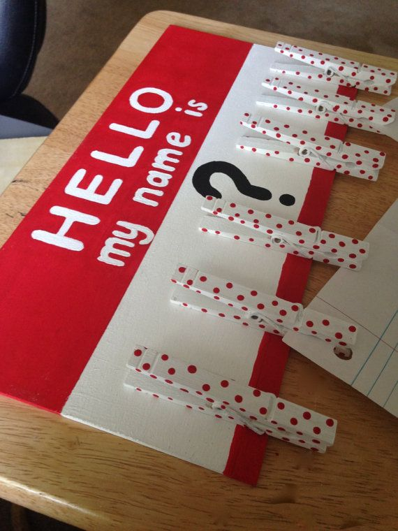 Need a place to put those inevitable No Name papers you collect from your students? Look no further. The adorable name tag-inspired board has six