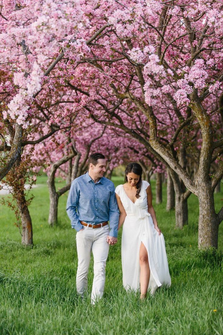 To symbolize love, hope, and new beginnings, spring was always going to be the backdrop for their Apple Blossom Engagement Photographs.  Photography: Grace & Gold Studio