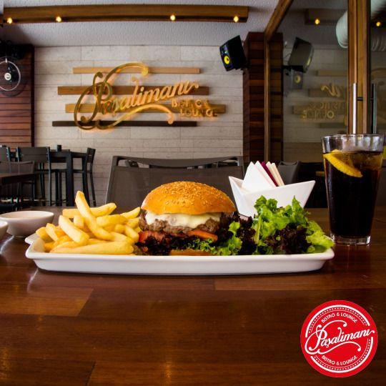 HOUSE BURGER 160gr ızgara dana kıyma, 'ev yapımı' hamburger ekmeği, kokteyl sos, salata, domates, kırmızı soğan dilimleri, kornişon turşu, peynir fondü, patates kızartması ve salata. #houseburger