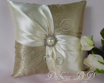 Wedding ring pillow Ring bearer pillow ivory ring by MirinoBridal