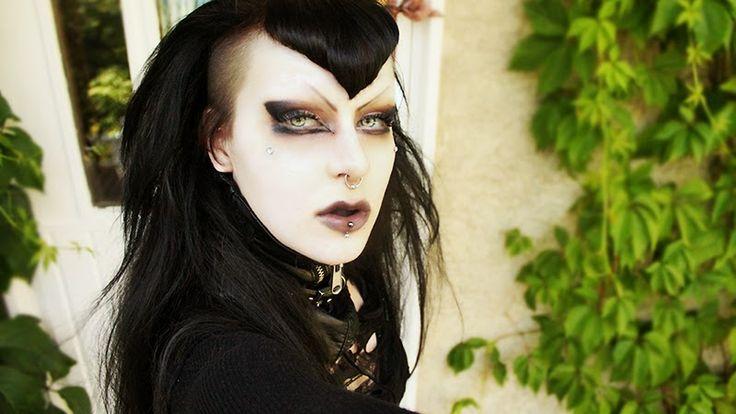 The Everyday Goth: Reader Question: Neutral Goth Eyes