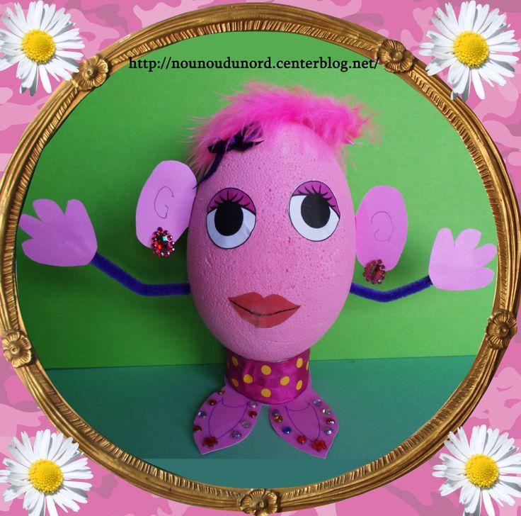 Lison 7 ans voulait peindre un gros oeuf de pâques en couleur rose pour la transformer en fille, car son frère avait fait Mr Patate,