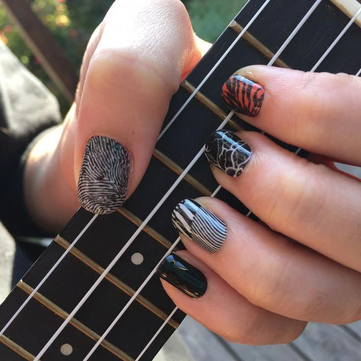 Trendy Music Nail Art These Nails Have The Designs Of The Blurryface Album Art By Twenty One Pilots Ukuleleforbe Band Nails Twenty One Pilots Manicure