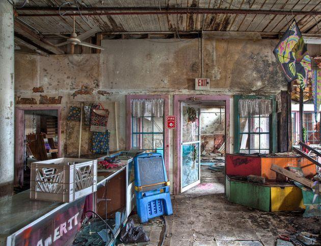 toy-shop-abandoned-6