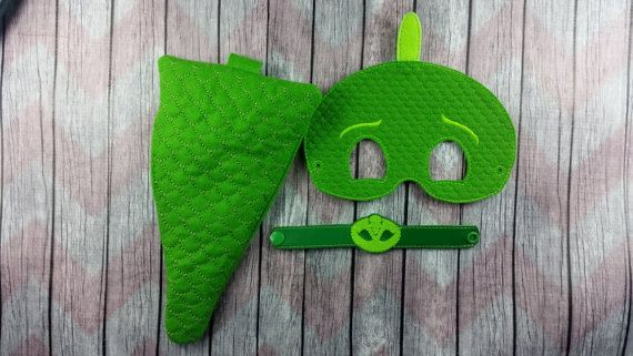 Gecko vert lézard pyjama héros habiller ensemble est un excellent ajout à n'importe quelle robe ensemble! Parfait cadeau d'anniversaire pour votre petit super héros. Costume génial pour toutes les fêtes à venir ou les défilés!  Autant d'options à choisir !  Feutre masque est brodé à la machine et coupé à la main, comprend 10-12 élastique (selon le stock) et est disponible en deux tailles, régulières (un peu moins 5 de haut (masque principal, «échelle» ajoute environ 1,5») et environ…