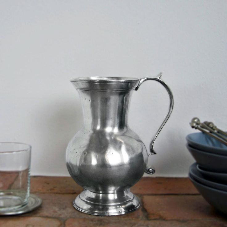 Pewter Pitcher - Height: 20 cm (7,9″) - Food Safe Product - #jug #pitcher #pewter #brocca #caraffa #peltro #krug #zinn #zinnkrug #étain #etain #peltre #tinn #олово #оловянный #tableware #dinnerware #drinkware #table #accessories #decor #design #bottega #peltro #GT #italian #handmade #made #italy #artisans #craftsmanship #craftsman #primitive #vintage #antique