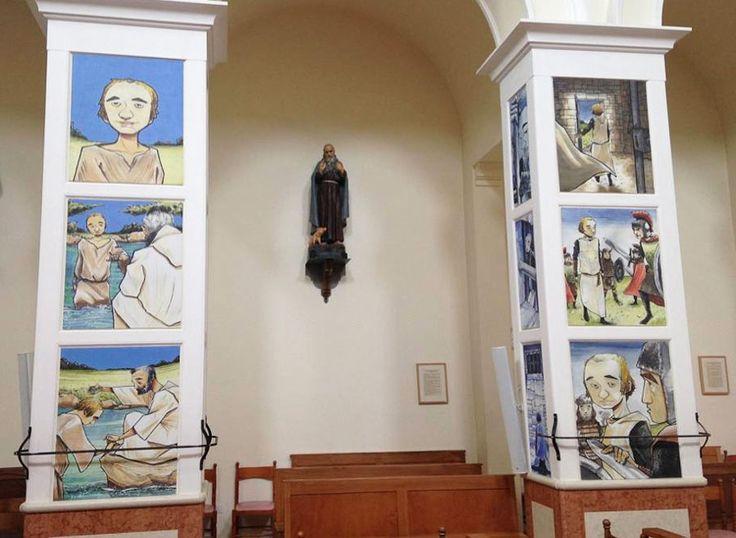 Una iglesia decorada por cómics de Mabel Morris