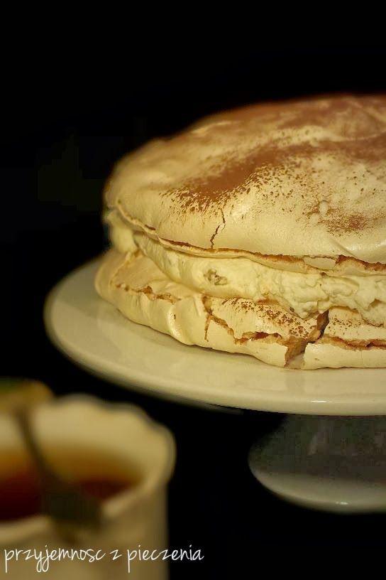 torcik bezowy,ciasto bezowe,beza z mascarpone,beza z kremem mascarpone,tort z mascarpone i kajmakiem