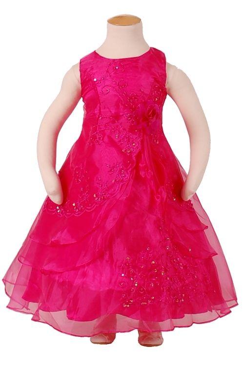 Fuchsiakleurige feestjurk voor meisjes.Deze lange meisjes jurk is gemaakt van organza en heeft een verstelbare hoepel in de rok.De jurk is bewerkt met pailletjes en borduursel.Op de taille zit een speld met een bloem. Hou er rekening mee dat deze jurk wat ruim kan vallen. Productsamenstelling:100% Polyester €39,95