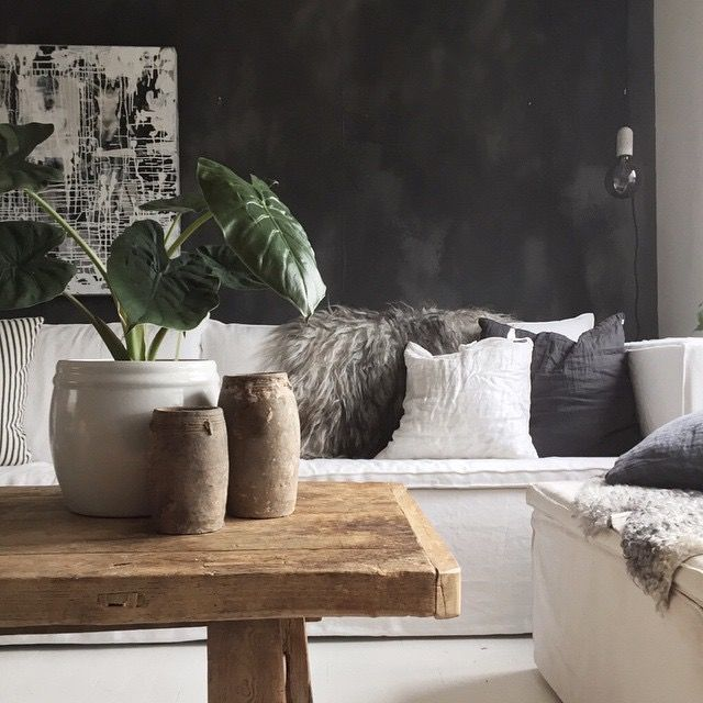 Fresco lime paint from Pure & Original/Wonen in the color Black Truffle. Cred. Rune Aas Strandvik