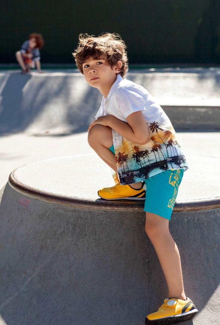 Gosto de vestir as crianças com acessórios e combinações inusitadas, para o estilo ficar mais evidente e divertido. Espia essa coleção de inspirações para as brincadeiras mais radicais de verão. Na galeria:Apostei no azul para predominar no primeiro look, que fica perfeito para uma tarde de skate com os amigos. O slipper é uma alternativa super atual ao tênis.Adoro experimentar acessórios nas crianças, às vezes esquecemos deles, não é mesmo? A bandana sobre a camiseta e o óculo de sol dão…
