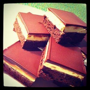 Quadradinhos de Chocolate com Creme de Menta | Vídeos e Receitas de Sobremesas