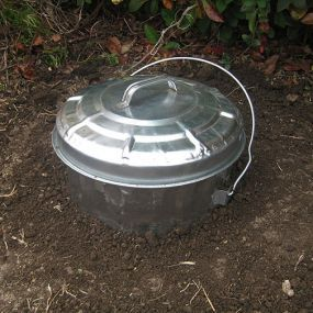 Do-It-Yourself Food Scrap Digester/Composter. Properly composted food scraps can be turned into an excellent fertilizer for gardens. Learn how to put this easy system together.