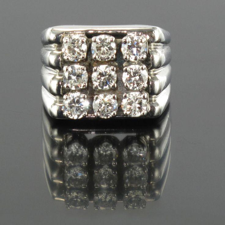 Chevalière diamants or blanc ancienne. Une bague chevalière de très belle qualité, massive et qui fera merveille portée à l'auriculaire.