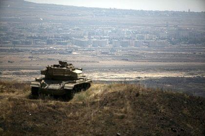 ВВС Израиля нанесли удар по сирийским войскам в ответ на обстрел Голан       ВВС Израиля нанесли удар по позициям сирийских войск после того, как на контролируемой государством части Голанских высот разорвались снаряды, прилетевшие с территории Сирии. Согласно заявлению армии, были атакованы два танка правительственных сил Сирии и место, откуда были выпущены ракеты.