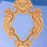 Espejo Palmera Espejo con marco en forma de rombo, trabajado y decorado con hojas de palmera. Medidas: Ext. 56 x 38 cm, Int. 24 x 22 cm. Fabricado y decorado artesanalmente con un material innovador resistente y ligero como es la resina de poliuretano. Tiene un tacto semejante a la madera pero sin sus inconvenientes. Precio: 62 euros #decoracion con encanto #Espejos