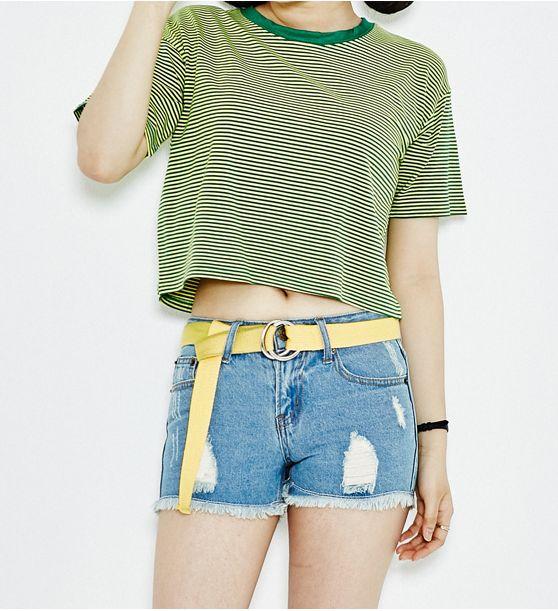 ヴィンテージデニムショートパンツ - こなれた感じのデニムショートパンツです。 大胆なダメージ加工と裾のフリンジがヴィンテージ感をアップ↑ シンプルなTシャツやクロップドTシャツとのカジュアルなコーデがおすすめです。 普段使いはもちろん、ビキニファッションに取り入れるのもGOOD☆