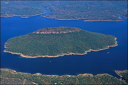 one of my top 5 fave places to be in the world...GREERS FERRY LAKE :D oh the memories <3