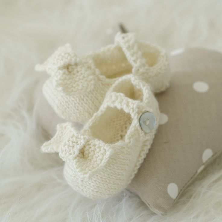 Bow Shoes knitted in pretty Vanilla - The irresistibly Sublime baby 4 ply book. A girl can never have enough shoes.