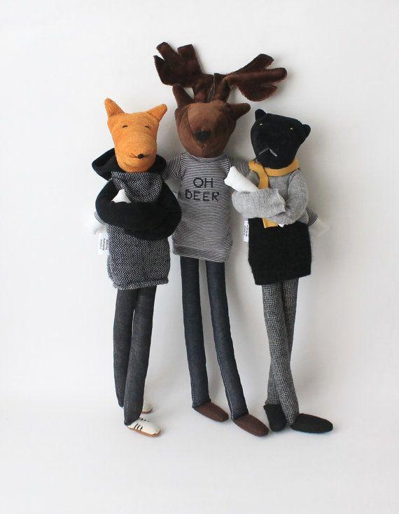 LIVRAISONS DE NOËL À lheure actuelle, en raison de commandes écrasante je ne serai pas en mesure de prendre des nouvelles commandes de poupées sur mesure être livré avant Noël. Visitez cette section pour voir les poupées disponibles et prêtes à expédier : https://www.etsy.com/shop/FulBelSic?section_id=16200906 ******************************** Bienvenue dans mon édition de « Aniumans » ! Ils sont des animaux sauvages avec un grand sens du style ! Ils peuvent être une décoration unique et…