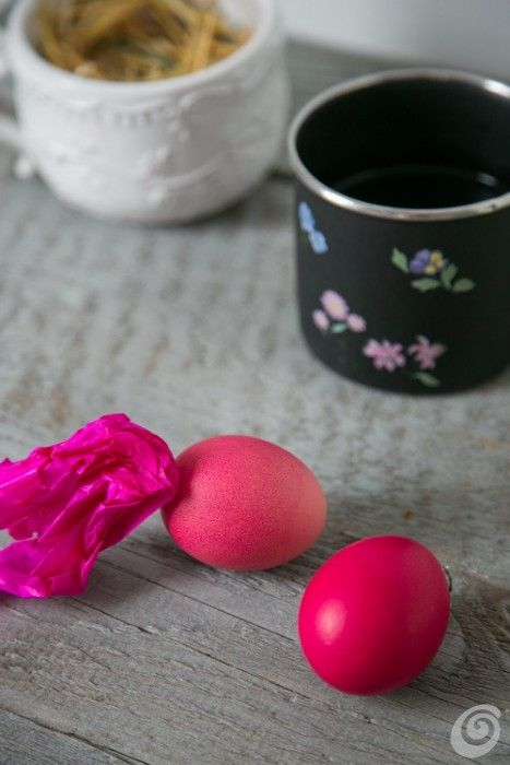 Idee fai da te :: Uova pasquali colorate con la carta velina