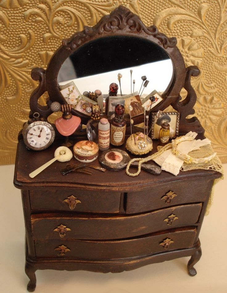 All in Miniature ~ Miniature dressing table from heirloomsbysusan.com