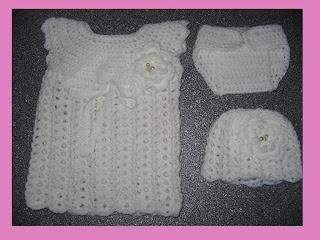 crochet babyset newborn - babykleertjes haken (jurk, broekje, muts) pasgeboren baby. Met gratis patroon (NL en English).