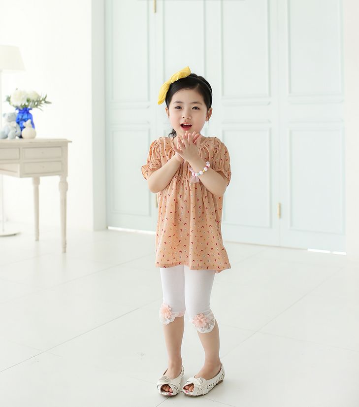 Korea childrens No.1 Shopping Mall. EASY & LOVELY STYLE [COOKIE HOUSE]  #koreakidsfashion #kidsfashion #kidslooks #kidsclothes #goodquality #goodfabric #cute #pretty #kidOOTD #OOTD #COOKIEHOUSE    #bottom #leggings #flower #cotton  Soft and comfortable material and fit-up!  Active stretch is good for kids  Had a great sense of detail and even more Flower  (White, Pink, Navy / 5 ~ 17 to No.)      Kkotmangul seven Leggings / Size : S, M, L / Price : 9.64 USD