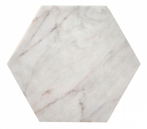 <3 Hexagonformet marmorbrett. Sommerens MÅ HA, og Lindas favoritt.Velg mellom Liten, 25 x 25 x 1 cm og Stor, 40 x 40 x 1 cm. (Stor MÅ HENTES PÅ SHOWROOM, sendes ikke) Dette er et naturprodukt og nyansene kan avvike fra produktbilde.