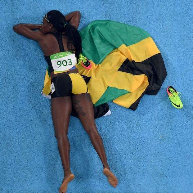 La giamaicana Elaine #Thompson dopo aver vinto i 200 metri #Rio2016