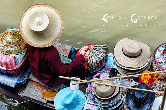 Damnoen Saduak 7/8 (Il signore dei cappelli), via Flickr.