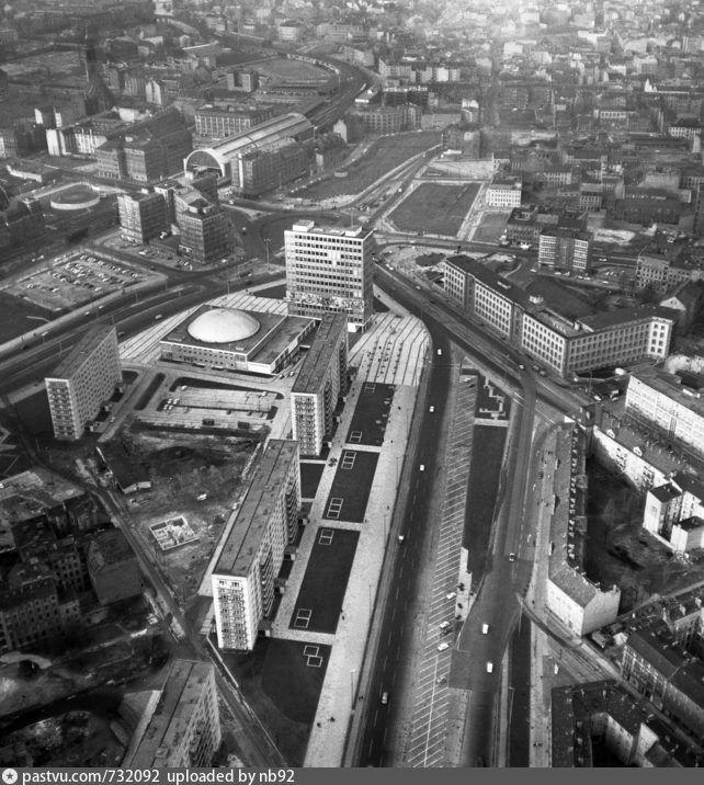 1965 Blick Stadteinwarts Entlang Der Karl Marx Allee In Richtung Bahnhof Alexanderplatz Berlin Stadt Berlin Geschichte Berlin Hauptstadt