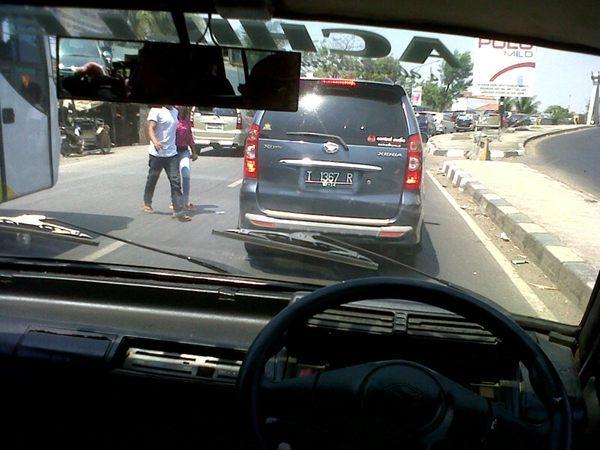 Inggit Mulyadi's Photo: 12.26 Jl. Raya Kadanghaur Indramayu, padat merayap, kecepatan mobil 5-15 km/h. Cc : @pulkam @PantauMudik | Lockerz