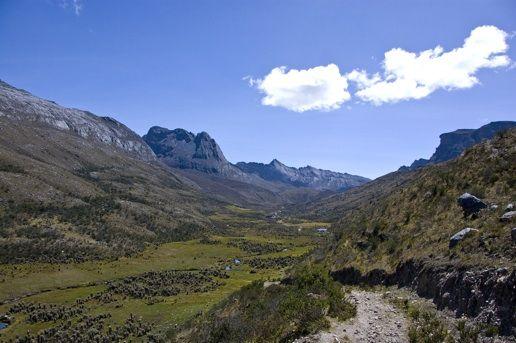 Parque Nacional El Cocuy, Colombia.: Colombia Photo, Cocuy National, Beauty Village, Beauty El, Breathtak Beauty, National Parks, El Cocuy,  Vale, Colombia Remot