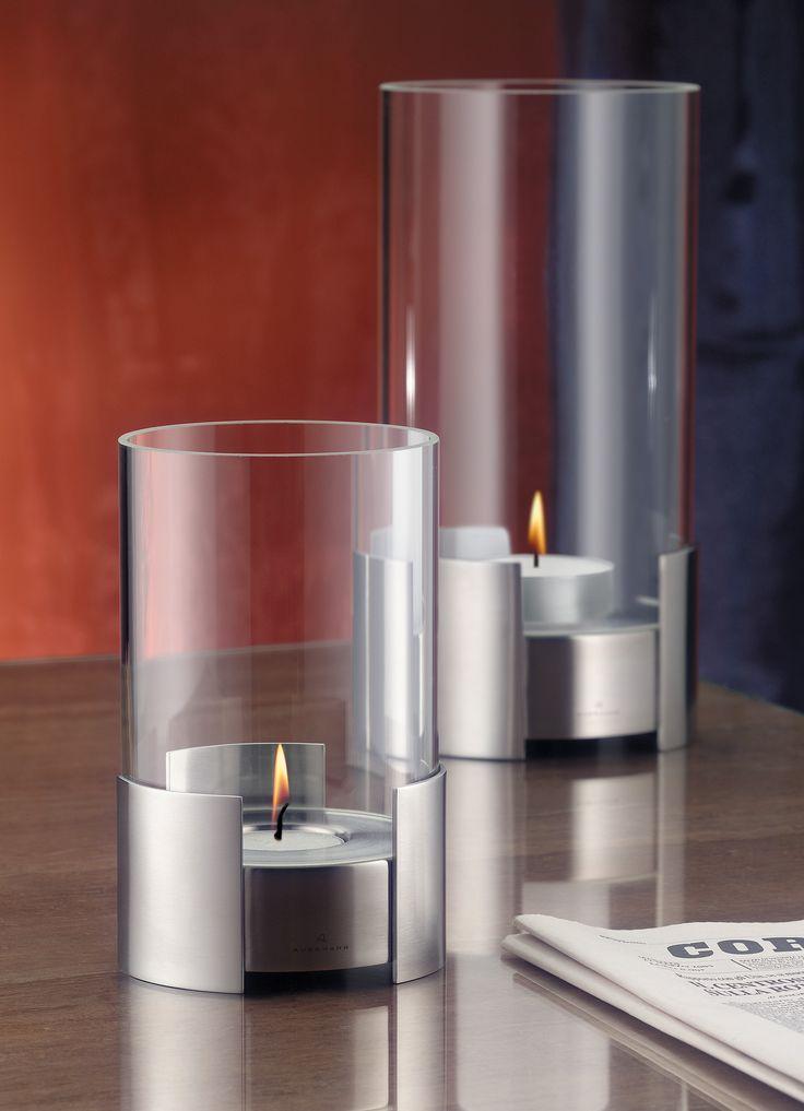Nowoczesna i elegancka lampa Storm Light niemieckiej marki Auerhahn. Produkt został wykonany z wysokiej jakości stali nierdzewnej, posiada szklaną obudowę, która chroni płomień przed wiatrem. Lampion rozświetli wnętrze Twojego mieszkania i nada mu niepowtarzalny klimat. Lampa zasilana jest olejem.