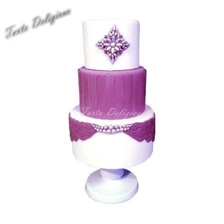 wedding cake pleats brooch purple lace  Bruidstaarten plooi broche paars kant