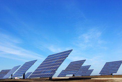 Alternatieve energie bronnen: zon, wind en water zijn allemaal alternatieve energie bronnen meestal wordt dat omgezet naar elektrische energie