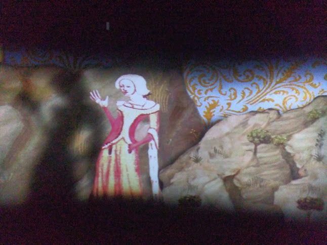 http://www.muzeumprahy.cz/praha-karla-iv-stredoveke-mesto/ Obrázky z výstavy Dům u Zlateho prstenu v Praze. Kouzelná tapeta — v Praha.