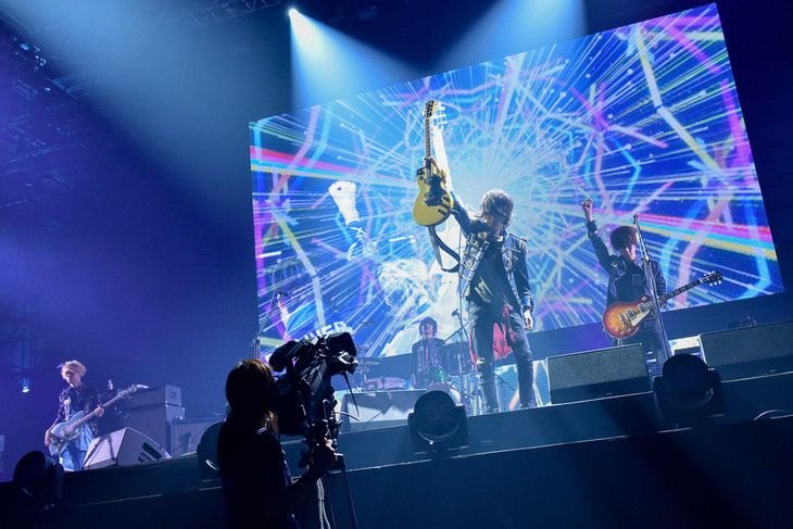"""「BUMP OF CHICKEN STADIUM TOUR 2016 """"BFLY""""」初日公演の様子。(撮影:古渓一道)"""