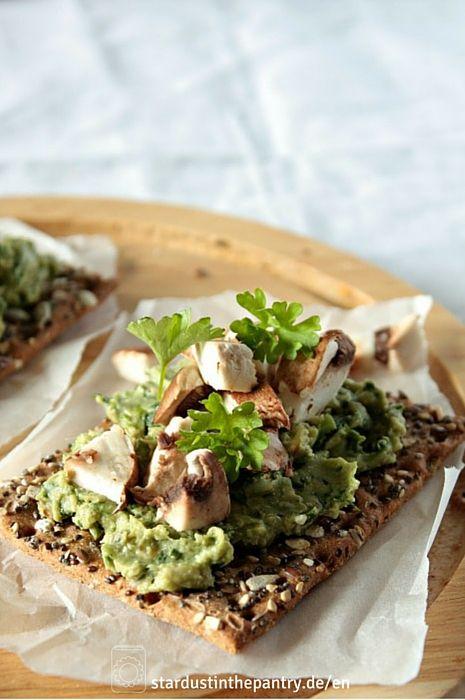 Schnell gemachter veganer Bärlauchaufstrich mit Avocado. Gesund, lecker und einfach!