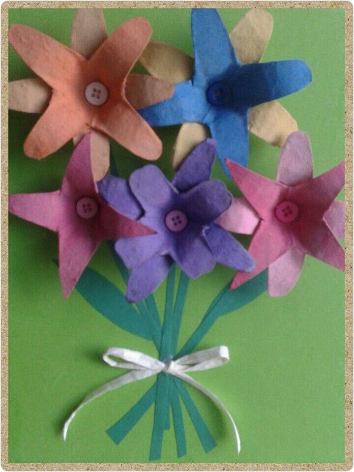 Recilare creativa - egg carton flowers